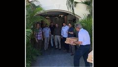 پذیرایی جورج بوش با پیتزا برای محافظانش+عکس