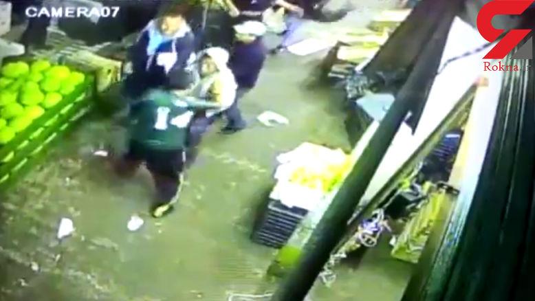 لحظه کشته شدن مرد جوان در یک فروشگاه که به سارقان باج نداد+فیلم