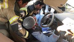 عکس / حادثه هولناک در بزرگراه آزادگان / مردی در سمند له شده گرفتار بود / 16+
