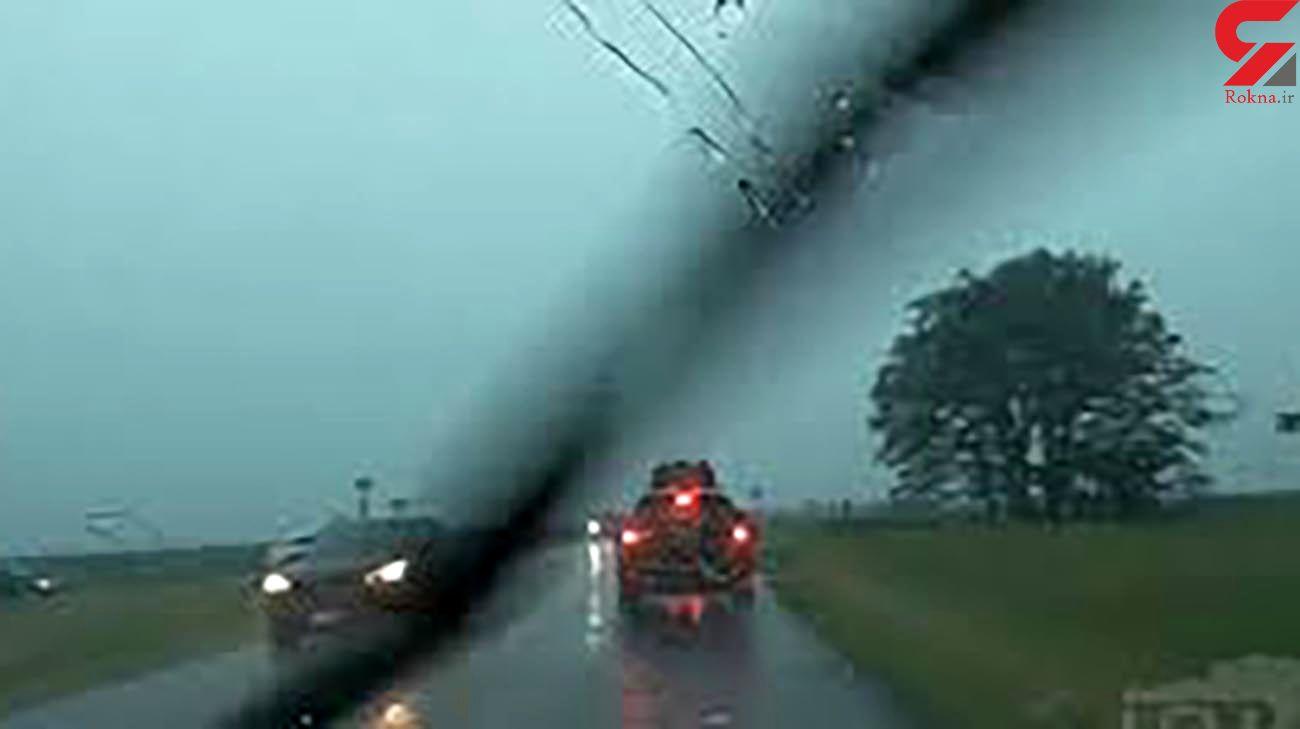 فیلم لحظه برخورد صاعقه با جیپ گرند چروکی / در آمریکا رخ داد