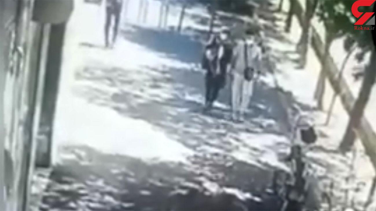 فیلم لحظه سرقت توسط زن و مرد جوان در شرق تهران / چقدر راحت؟!