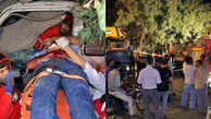 محبوس شدن راننده کامیونت در لابلای یک درخت تنومند در مشهد