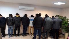 فیلم صحنه دستگیری 15 زن و مرد در ویلای اعیانی / پلیس تهران شبیخون زد  +عکس و فیلم اختصاصی
