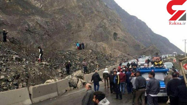 خودرو سواری به تیربرق زد و یک ساعت جاده هراز را بست + عکس
