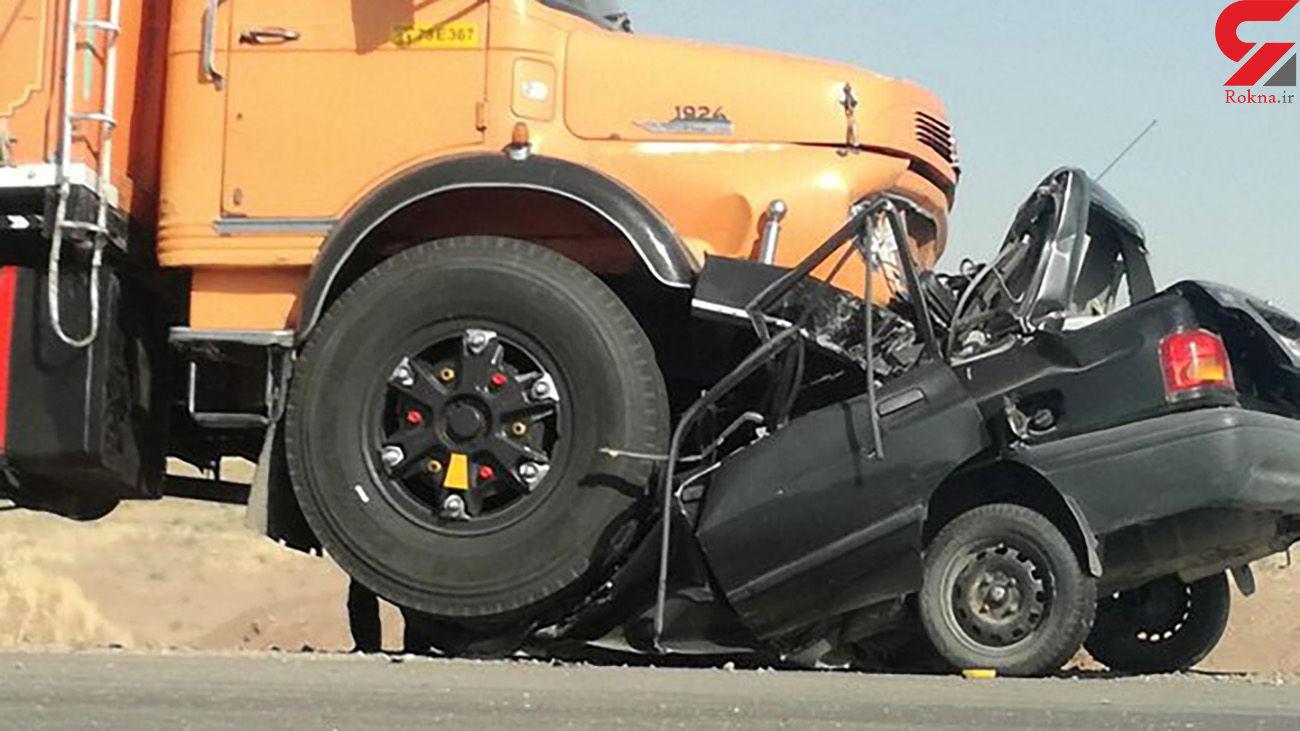 4 کشته در له شدن پراید زیر چرخ های کامیون / اعزام هلیکوپتر و اتوبوس آمبولانس به صحنه