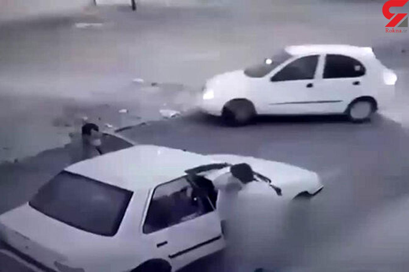 لحظه زورگیری  هفت تیرکش ها از مرد اهوازی جلوی بچه وحشت زده اش + فیلم باورنکردنی