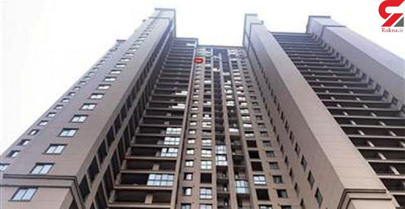 سقوط یک کودک از طبقه بیست و نهم یک برج / او چطور زنده ماند؟ + فیلم