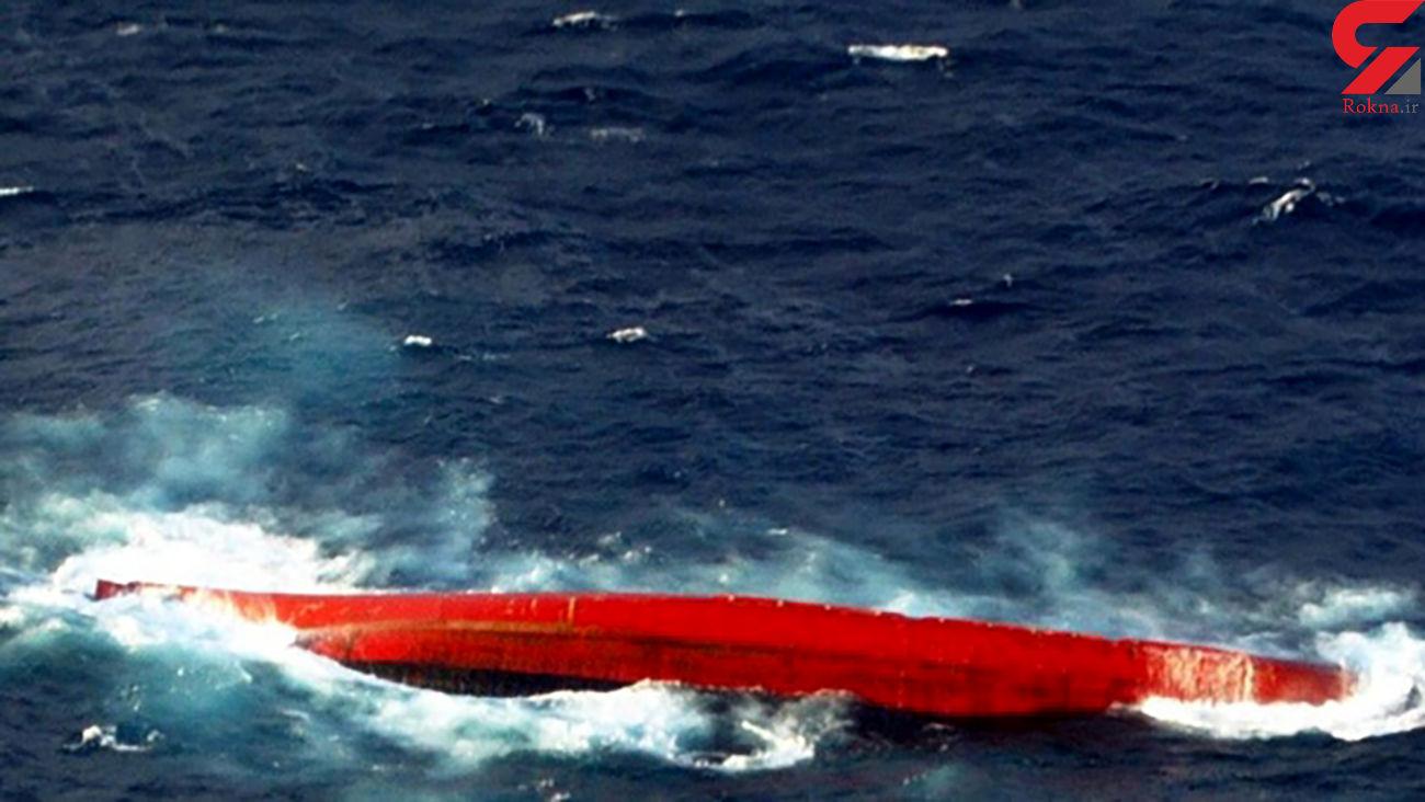 غرق شدن یک کشتی باری در دریای چین