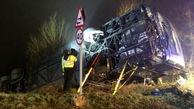 واژگونی اتوبوس در مه غلیظ اتوبان+فیلم وعکس