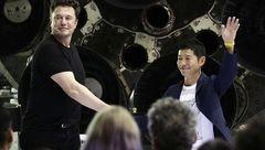 این مرد میلیاردر اولین مسافر توریستی به کره ماه است + تصاویر