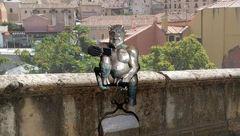 شیطان شوخ  در اسپانیا جنجالی شد + عکس