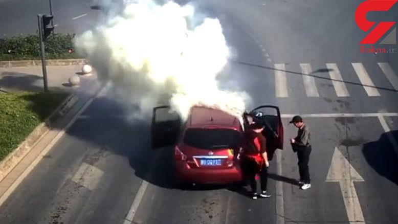 انفجار ماشین لوکس پشت چراغ قرمز  + فیلم