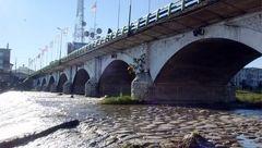پل تاریخی تنکابن در معرض شکستن ! + عکس