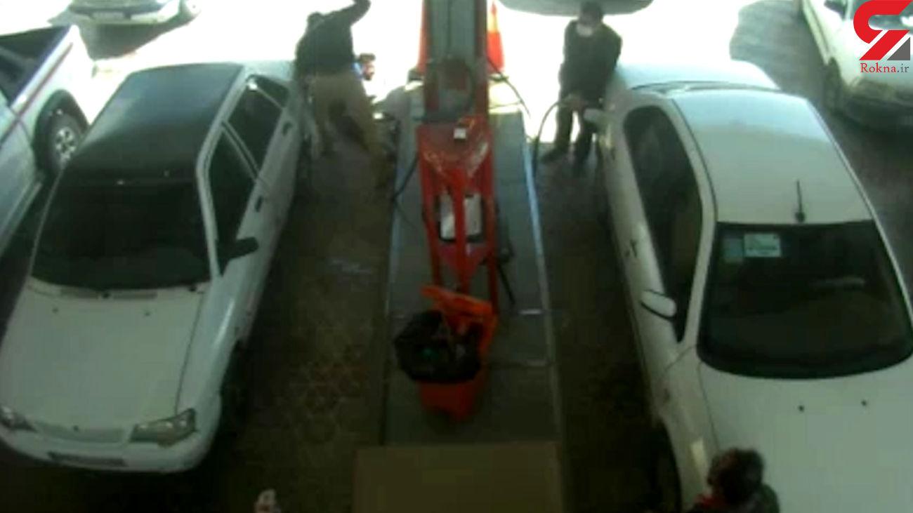 فیلم لحظه دستگیر شرور یاسوج / او در پمپ بنزین ضربات قمه جوانی از پای درآورد + عکس