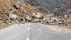 ریزش کوه در محور ایلام به صالح آباد
