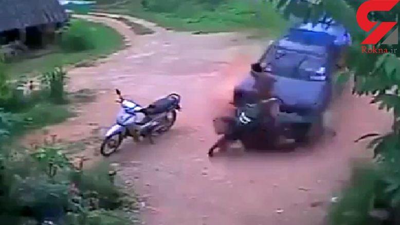وقتی موتورسوار لحظه مرگ خود را به چشم دید! + فیلم