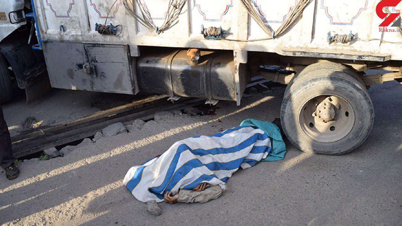 مرگ عابر در زیر کامیون