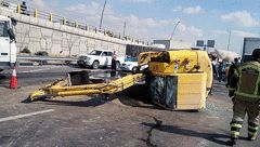 واژگونی خودروی باری بادسان در آزادگان