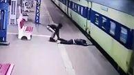 نجات معجزه آسای یک مرد از له نشدن زیر قطار مترو + فیلم