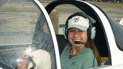 نخستین خلبان زن بدون دست پرواز کرد+عکس