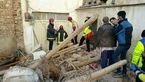مرد 40 ساله زیر آوار خانه اش در میدان معلم دفن شد +عکس
