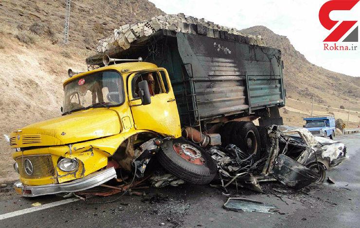 پیکان زیر کامیون له شد و در آتش سوخت+تصاویر