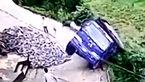 فیلم لحظه پریدن راننده کامیون قبل از سقوط به دره +عکس