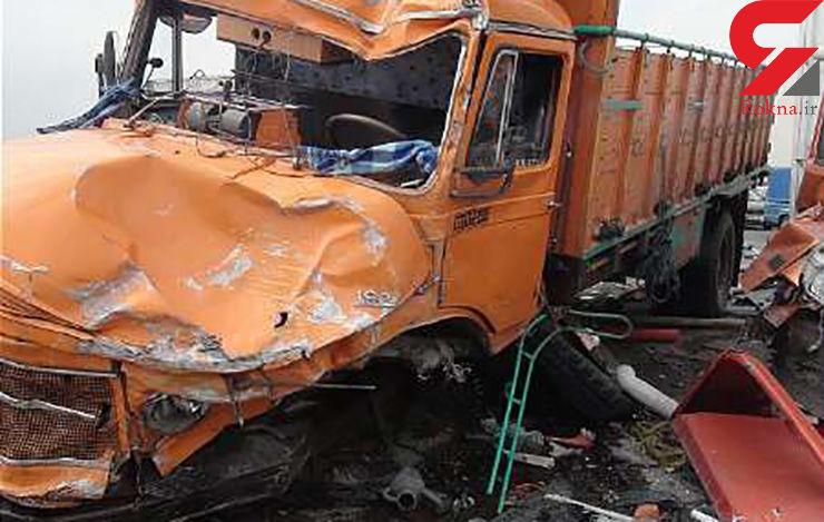 برخورد سه خودرو در جاده بادرود نطنز - اردستان 2 کشته برجا گذاشت