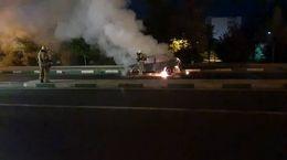 آتش گرفتن پراید یک تهرانی وسط خیابان + فیلم و عکس