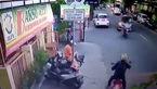 تصادف وحشتناک شاخ به شاخ موتورسیکلت با یک خودرو + فیلم