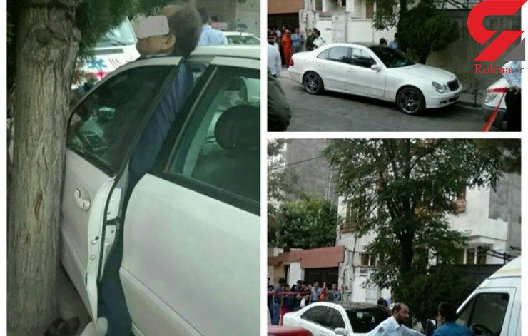 مرگ مردی لای در خودرو در مشهد + عکس