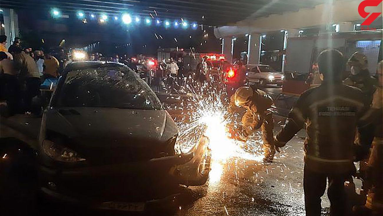 تصادف با گاردریل در نواب زن و مرد تهرانی در خودرو حبس شدند + عکس ها