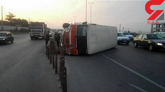 واژگونی مینی بوس در جاده ی خاوران +تصاویر