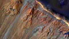 چرا زمین قرمز نیست؟ / عامل درخشش مریخ چیست؟