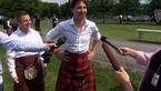 حضور نخستوزیر کانادا با دامن اسکاتلندی در میان مردم!+ عکس