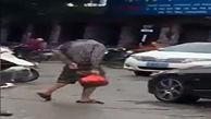 فیلم واقعی از عبور مردی بدون سر از خیابان