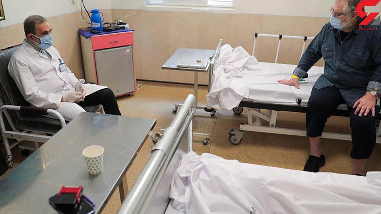 حال نادر طالب زاده بر روی تخت بیمارستان بعد از مبتلا شدن به کرونا / دکتر ولایتی به ملاقات او رفت + عکس