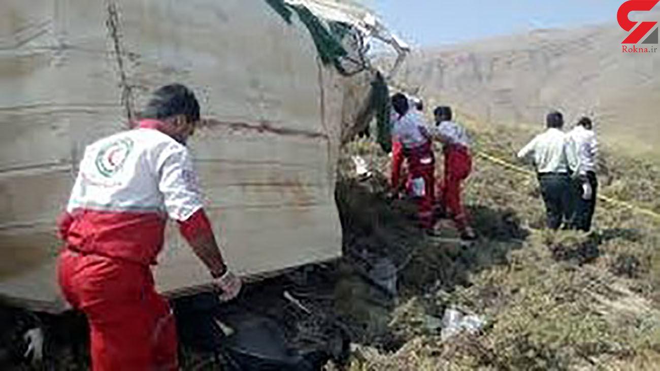 عکس / سقوط مرگبار مینیبوس مسافران به دره