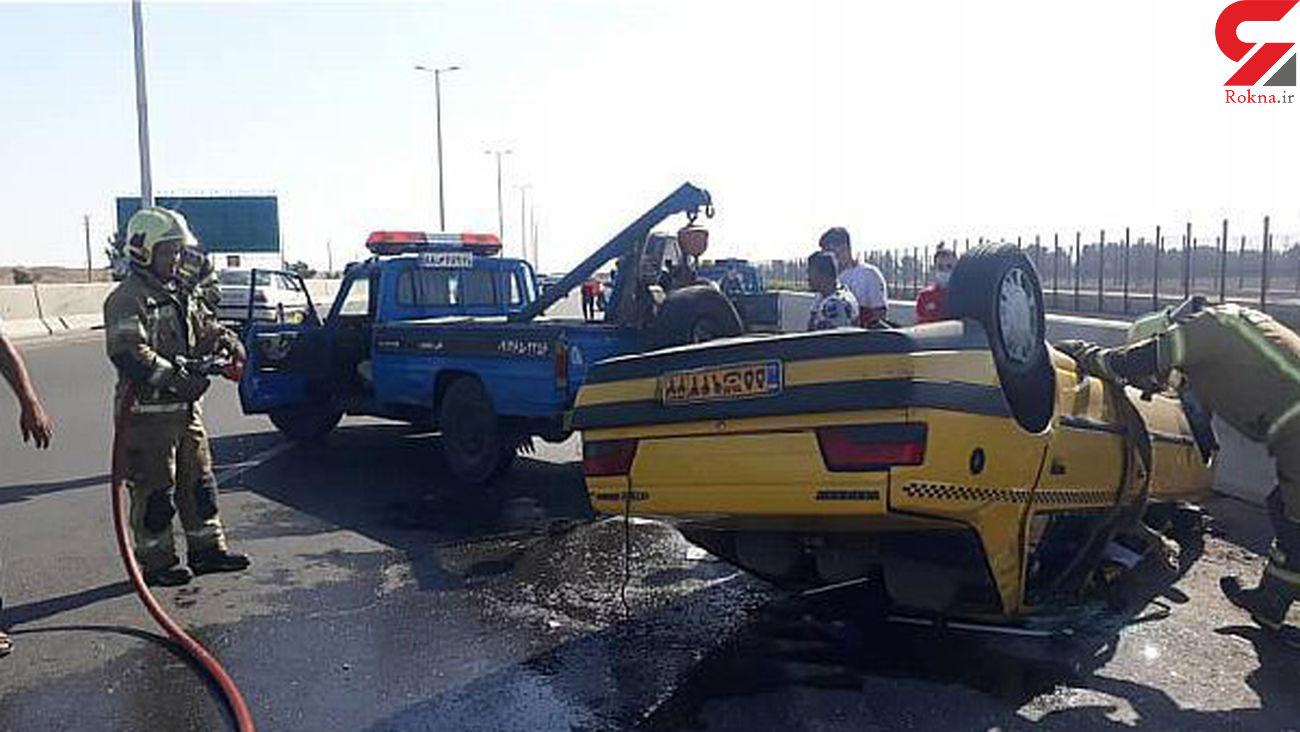 واژگونی خودروی سواری در آزاد راه خلیج فارس + عکس