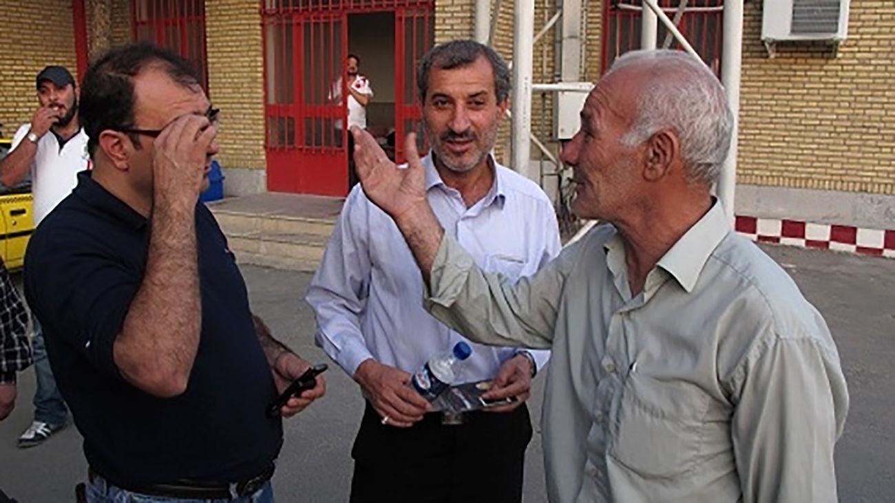 لیدر خاطره ساز ورزشگاه آزادی درگذشت / علی مانگا کیست ؟  + عکس