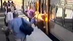 فیلم لحظه وحشتناک سقوط یک زن زیر چرخ های مترو + فیلم