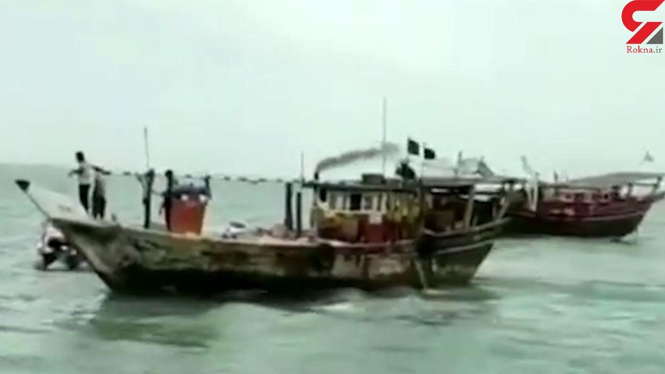 نجات سرنشینان لنج باری در آب های خلیج فارس + فیلم