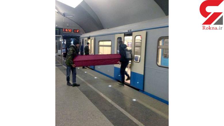 حمل جسد با قطار مترو به خاطر ترافیک! + عکس