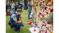 پلیس نیوزیلند در حال خواندن پیام های تسلیت + عکس