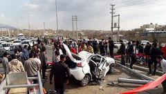 جان دادن 2 جوان در خودروی تیبا مچاله شده بر اثر برخورد با تیر چراغ برق+عکس
