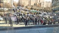 تجمع اعتراض آمیز سهامداران مقابل ساختمان سازمان بورس + فیلم