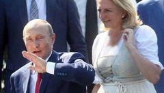 هدیه ازدواج پوتین به خانم وزیر ۵۳ ساله اتریش چه بود؟+ تصاویر