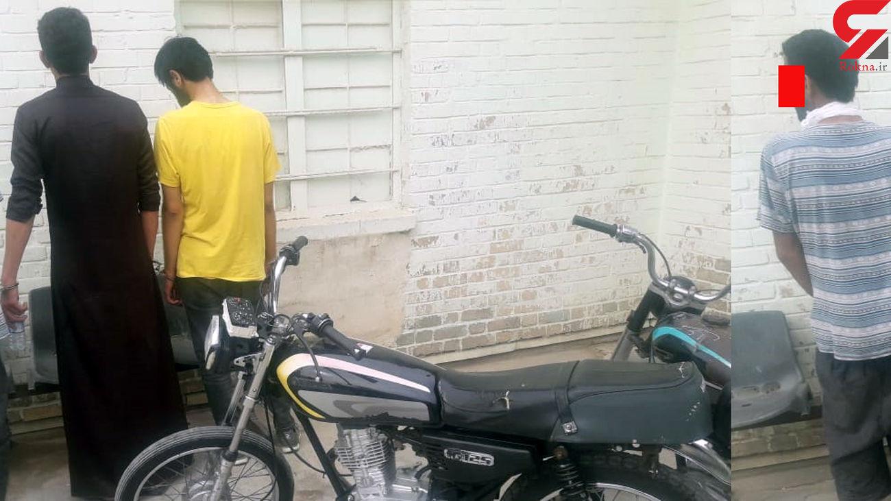 بازداشت سارقان سریالی خانه ها در آبادان + عکس