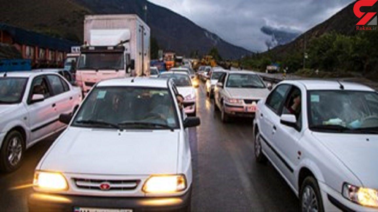 ازدحام خودروها در خروجی استان های شمالی در پی بروز سیل + فیلم