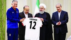 عکس / روحانی پیراهن شماره 7 تیم ملی فوتبال را می پوشد